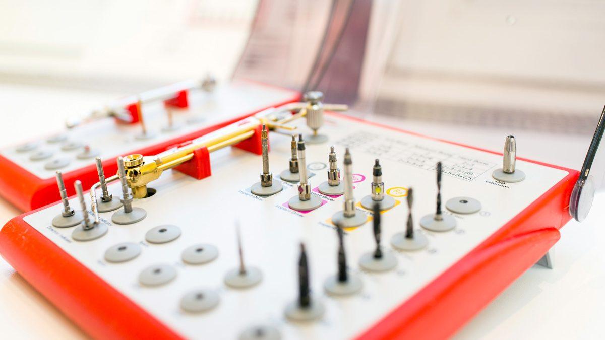 Implantatset von Nobel Biocare – Einer der führenden Implantatproduzenten Deutschlands